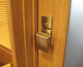 株式会社 アミューズ24 ドアの修理